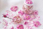 Засахаренные лепестки чайной розы