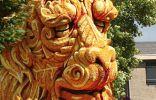 Парад цветочных скульптур в Зюндерте