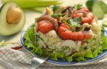 Салат из морепродуктов с авокадо, огурцом и яйцами