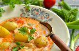Суп-гуляш из курицы с молодым картофелем и зелёным луком