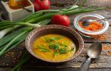 Питательный крем-суп из красной чечевицы с куркумой