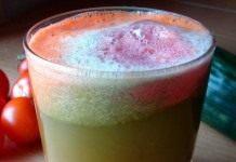 Сок из моркови, огурца и томатов
