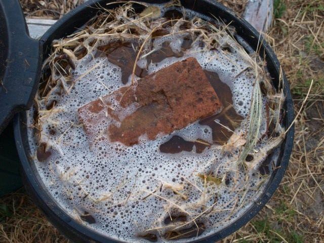 Сорняковые болтушки можно готовить и без использования мешков