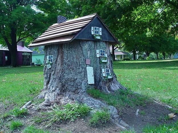 decorated-tree-stump-002
