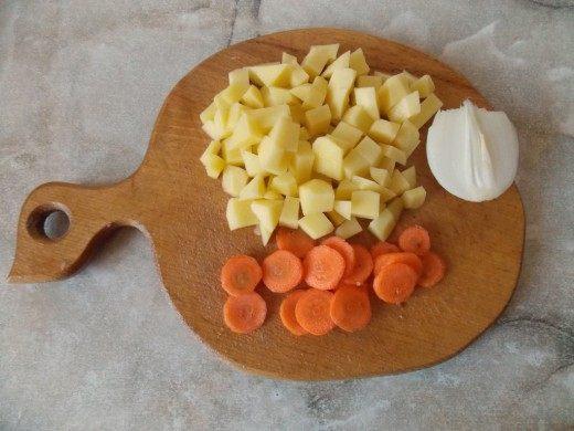 Почистим овощи и нарежем их.