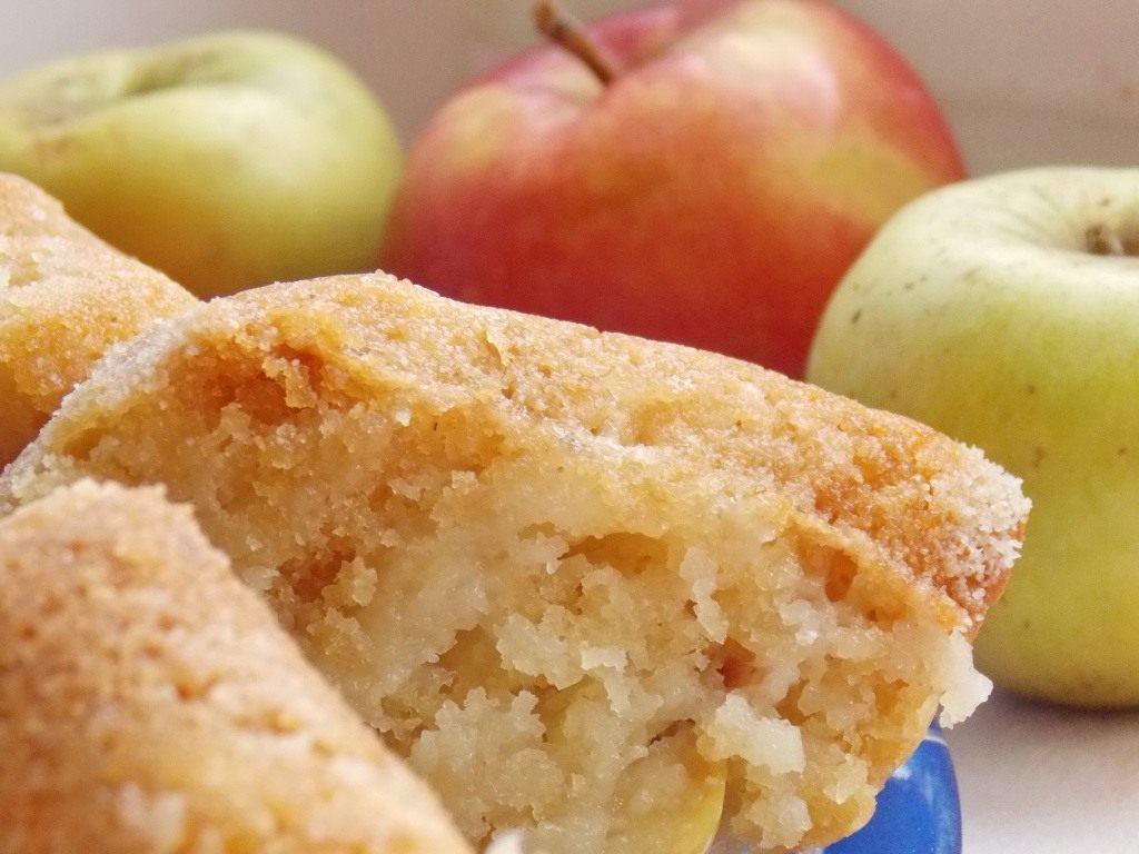 Рецепт оладьев на кефире с яблоками с фото