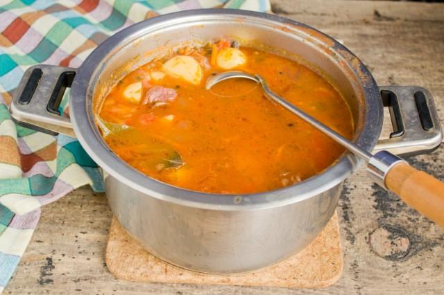 Варим фасолевый суп еще минут 15