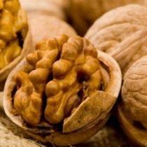 Зрелый грецкий орех содержит витамины К и Р