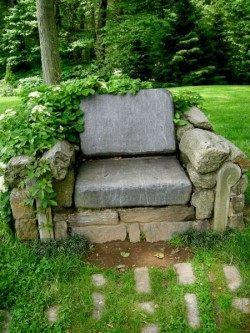 """Оставшийся камень можно выложить в виде кресла """"Садовый трон"""""""