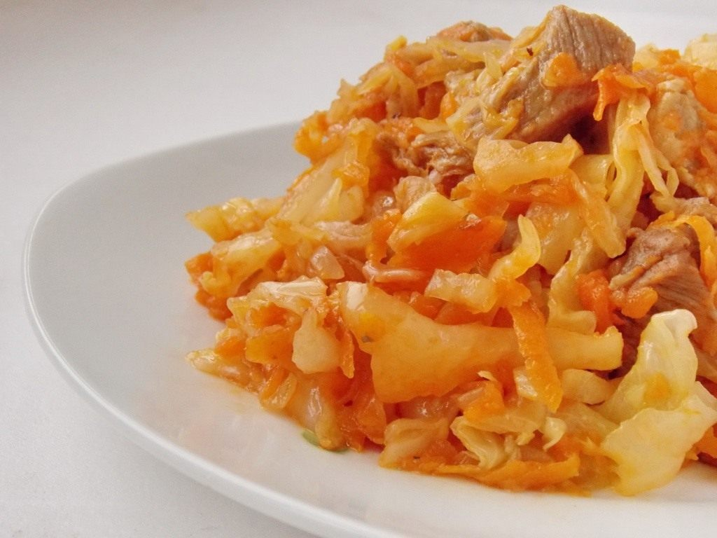Тушёная капуста с мясом. Пошаговый рецепт с фото Ботаничка. ru