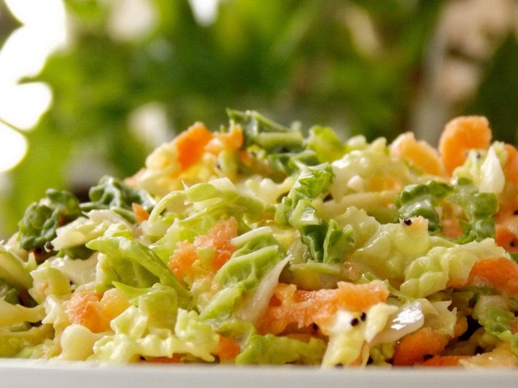 самый простой рецепт капустного салата с лимоном,солью и сахаром