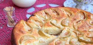 Пирог-сырник с яблоками и изюмом