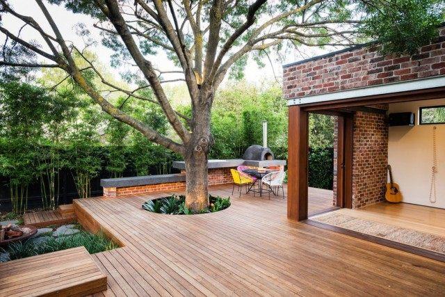 Оформление площадки для отдыха вокруг большого дерева