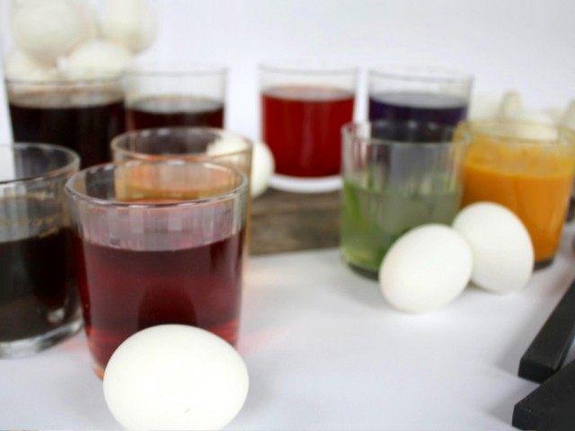 Перельём полученные натуральные красители в стаканы