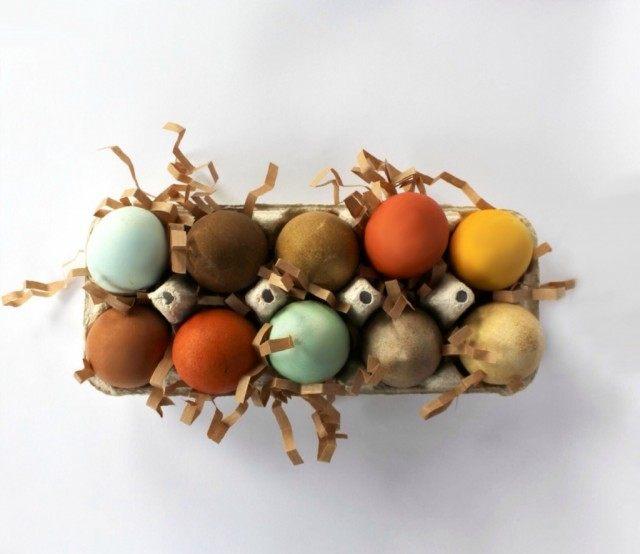 Пасхальные яйца окрашенные красителями из натуральных продуктов