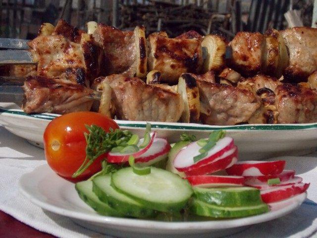 У каждого шашлычника свой рецепт маринада для мяса
