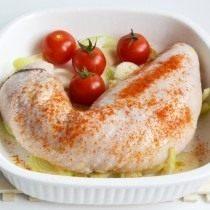 Выкладываем колбаску в форму для запекания