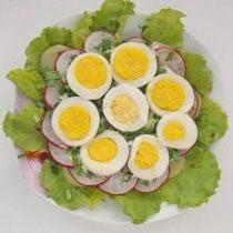 Выкладываем третий слой, яйцо