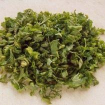 Измельчим зелень крапивы