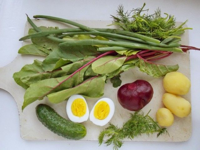 Отварим или запечём картофель и свеклу, помоем овощи