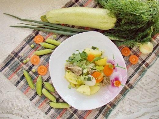Летнее рагу из молодых овощей