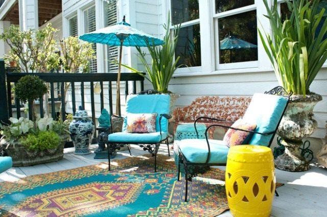 Бирюзовый цвет в декоре сада