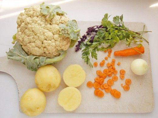 Подготовим картофель и морковь