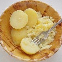 Разомнём отваренный картофель
