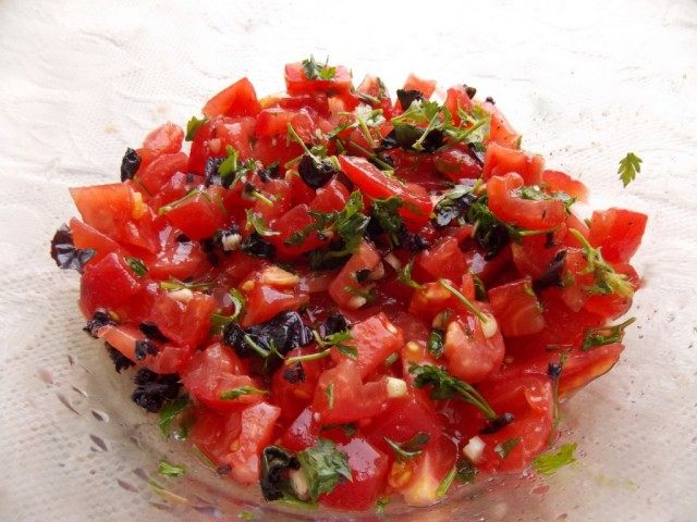 Делаем томатно-базиликовую заправку
