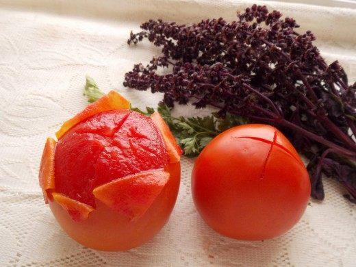 С томатов снимем кожицу