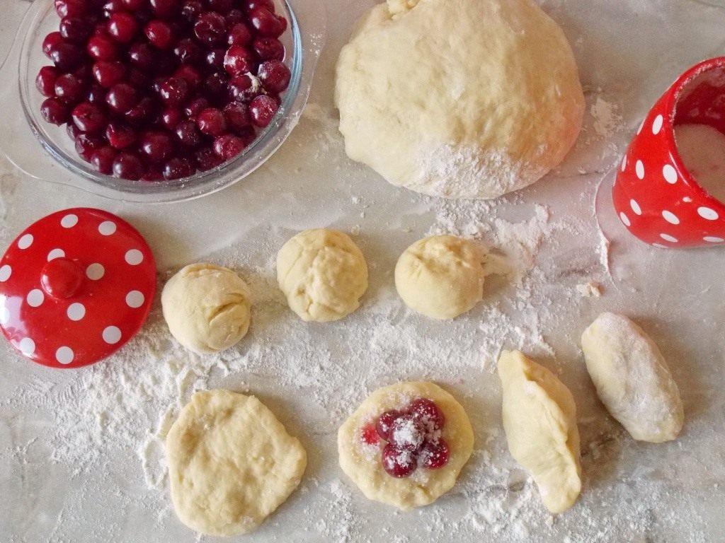 Пирожки с вишней рецепт с пошагово