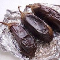 Запекаем баклажаны 20-30 минут в духовке при 200 ºС