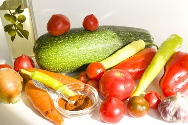 Ингредиенты для приготовления кабачковой икры из запеченных овощей