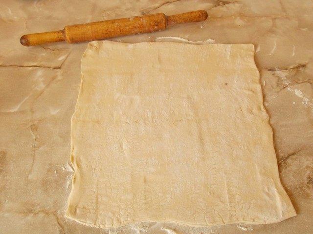 Раскатаем слоёное тесто