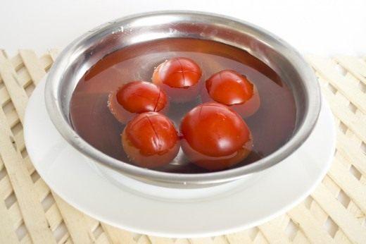 Очистим томаты от кожицы