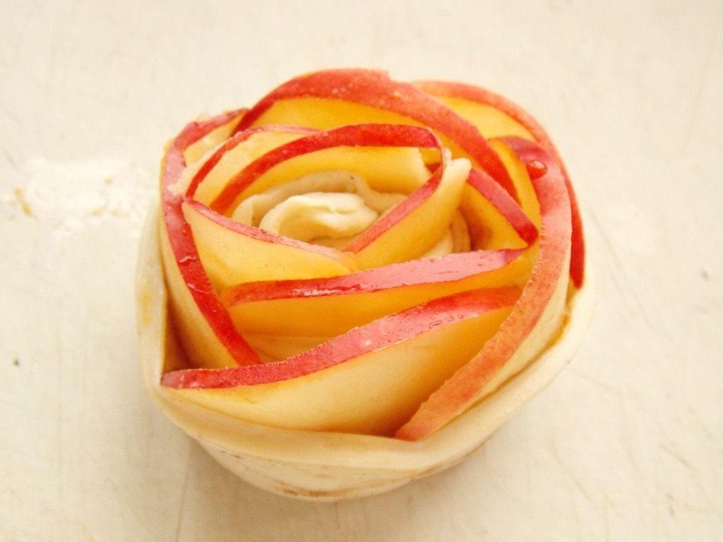 Розы из слоеного теста