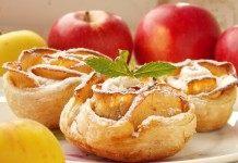 Печёные яблочные розы из слоёного теста
