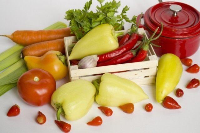 Ингредиенты для приготовления ассорти из маринованных перцев