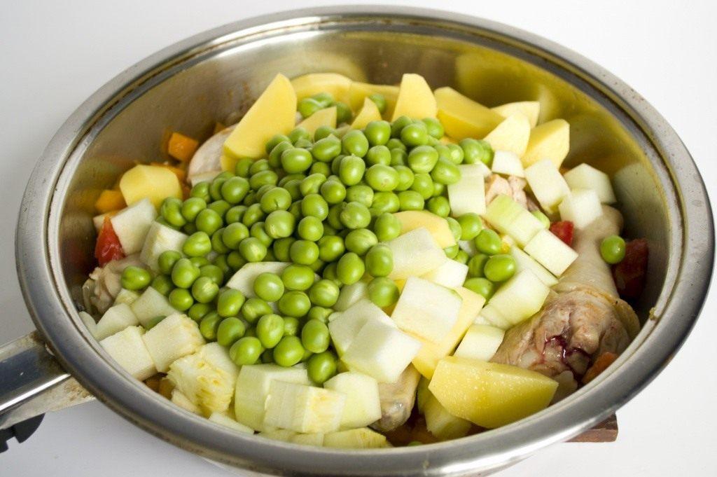 Картинки по запросу с зеленым горошком суп