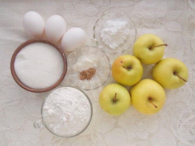 Ингредиенты для приготовления шарлотки с яблоками