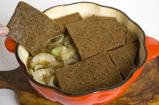 Чёрным хлебом создадим «крышку»