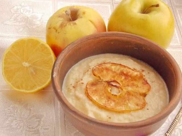 Яблочный суп-десерт с яблочными чипсами
