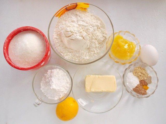 Ингредиенты для приготовления новогодних имбирных пряников с глазурью