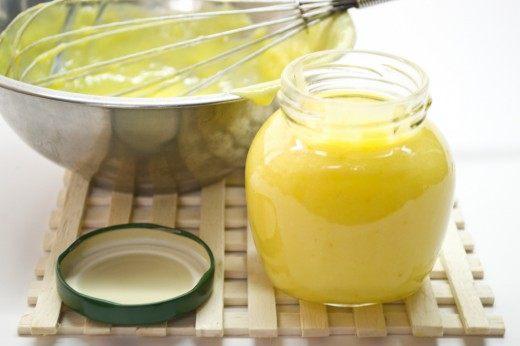 Готовый апельсиновый курд с лаймом и мандаринами можно убрать на несколько дней в холодильник