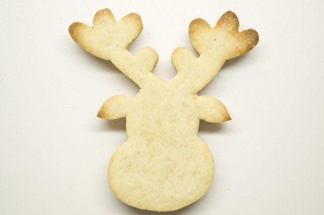 Испекшее печенье перед нанесением глазури должно остыть