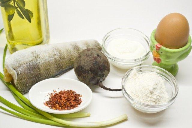 Ингредиенты для приготовления рыбы в кляре со свекольным пюре.
