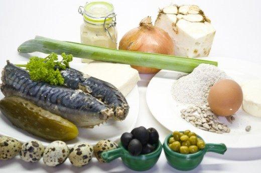 Ингредиенты для приготовления ржаных галет и рыбного салата