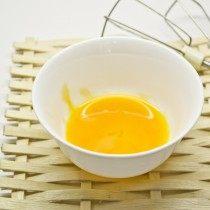 Отделяем желтки от белков