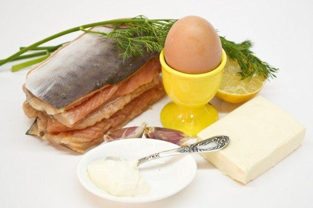 Ингредиенты для рулетов из красной рыбы домашнего посола с сыром