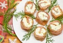 Рулеты из красной рыбы домашнего посола с сыром